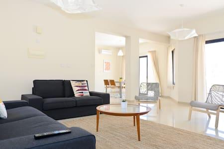 Bright & Spacious Villa 1, Oroklini - Oroklini