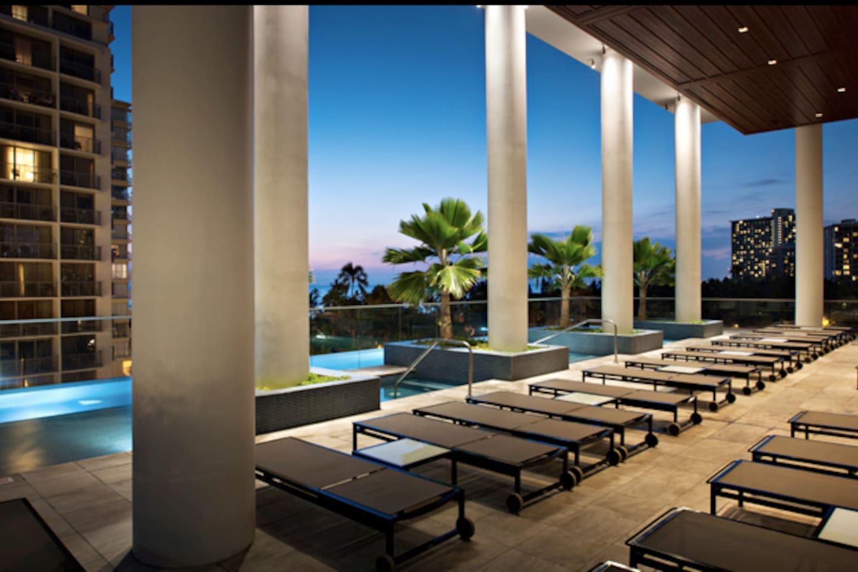 6th Floor infinity edge pool and recreation deck