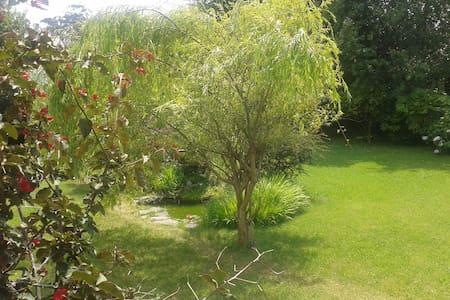 Habitaciones en casa con jardín  - Mortera