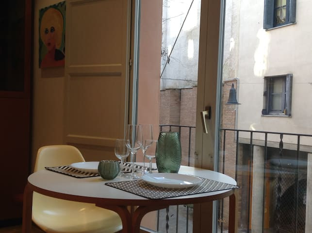 Be inspired! Double room in artist flat. C/Barca