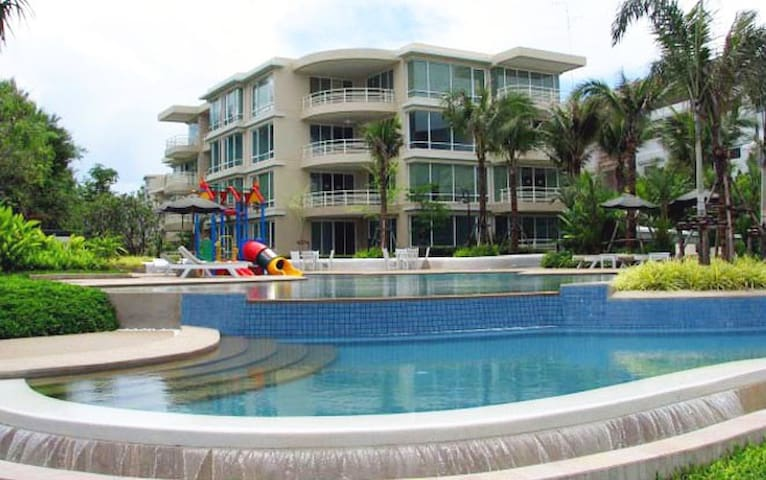 2BR City centre/ Beach side/ Pools