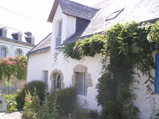 ancienne chaumière typiquement bretonne (fin XIX) - Île-aux-Moines - Talo