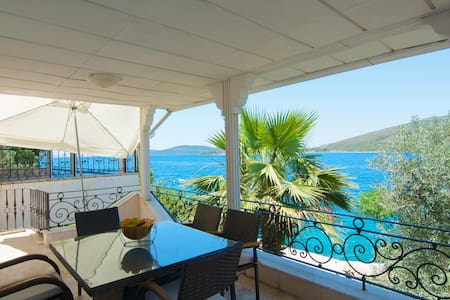 Villa at the seaside perfect locatn - Bodrum - Huvila