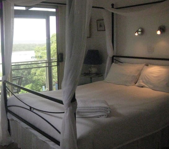 Lakeside Escape B&B - Green Point, Forster