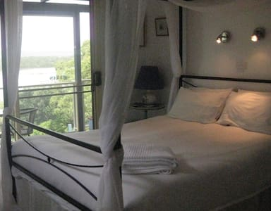 Lakeside Escape B&B - Green Point, Forster - Bed & Breakfast