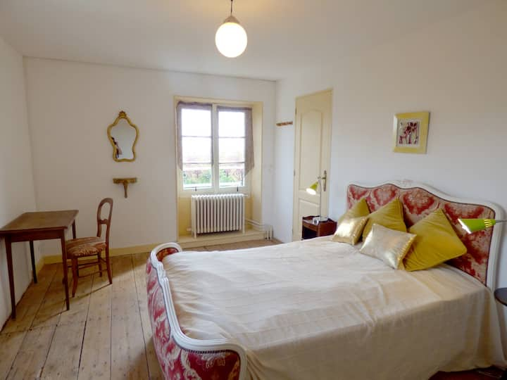 One to five room(s) in a great Maison, Cognac