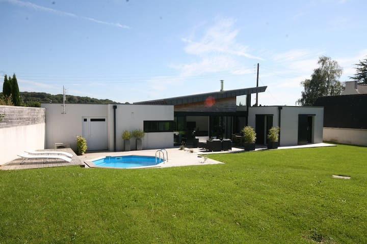 Modern villa with private pool situated at 300m from the sea.