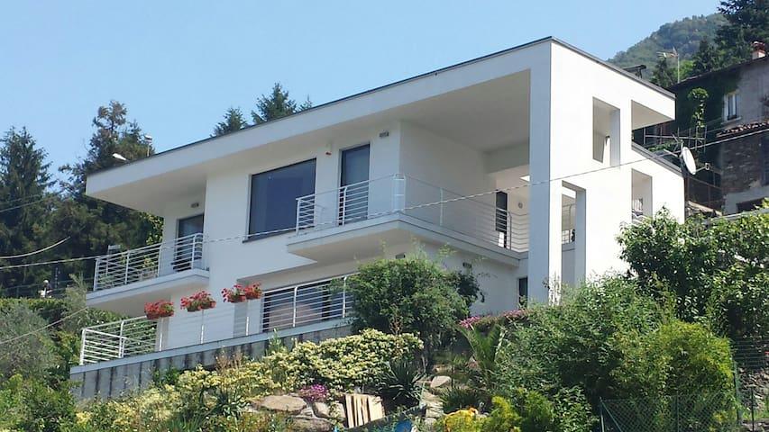 CASA MODERNA STUPENDA VISTA LAGO - Dorio - Apartemen
