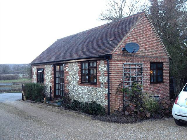 Cosy detached studio cottage