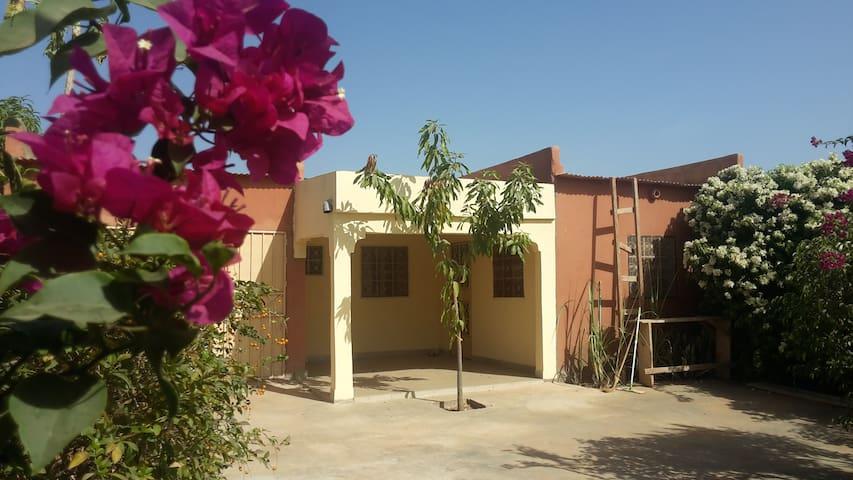 maison indépendante dans un cadre fleuri