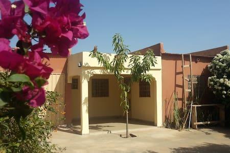 maison indépendante dans un cadre fleuri - Banfora