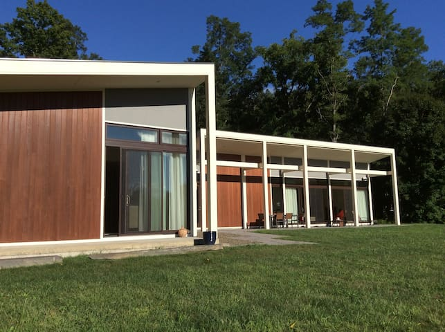 Hudson Valley Modernist RiverHome - Hyde Park - Rumah