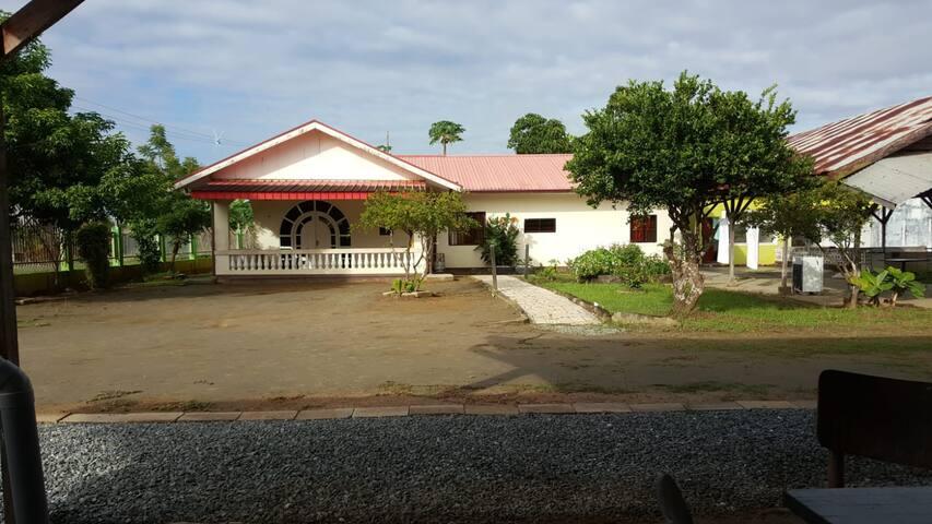 Paramaribo Noord  in een rustige groene woonwijk