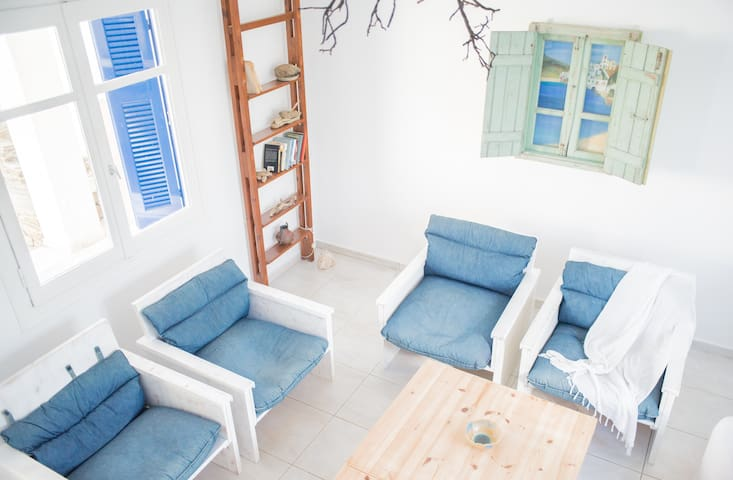 Lovely family house with majestic Aegean view - Gavrio - Huis
