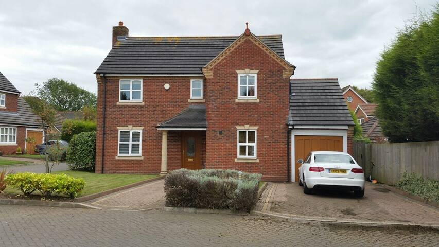 A new modern detached 5 bedroom house - Sutton Coldfield - Talo