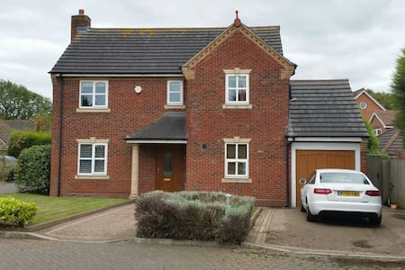 A new modern detached 5 bedroom house - Sutton Coldfield