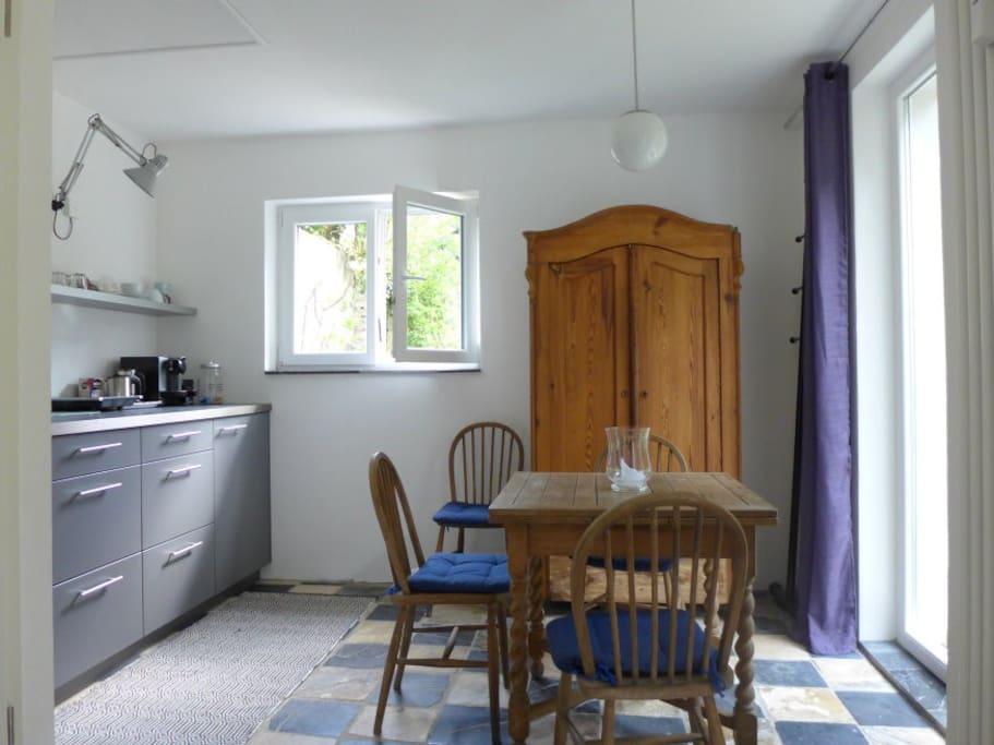 Küche mit Essplatz / Kitchen