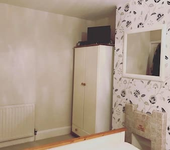 Bed + Breakfast, Large Double Room, Fliwick, Beds - Flitwick