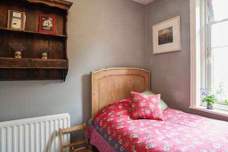 Pretty single room in Arts & Crafts house (Bateau) - Castle Cary