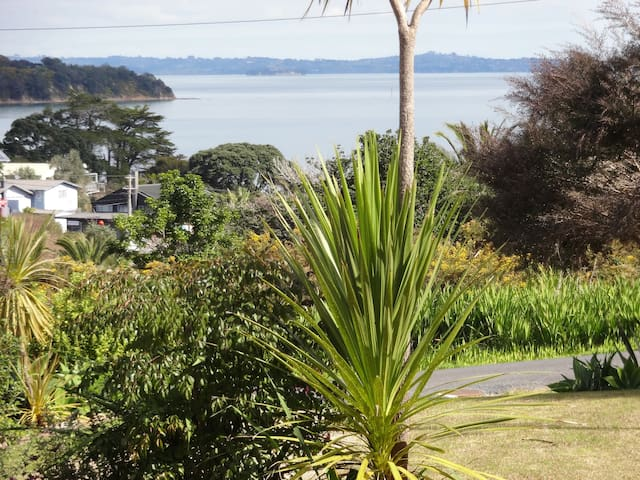 Sea views in Surfdale, Waiheke Island, New Zealand - Auckland - Bed & Breakfast