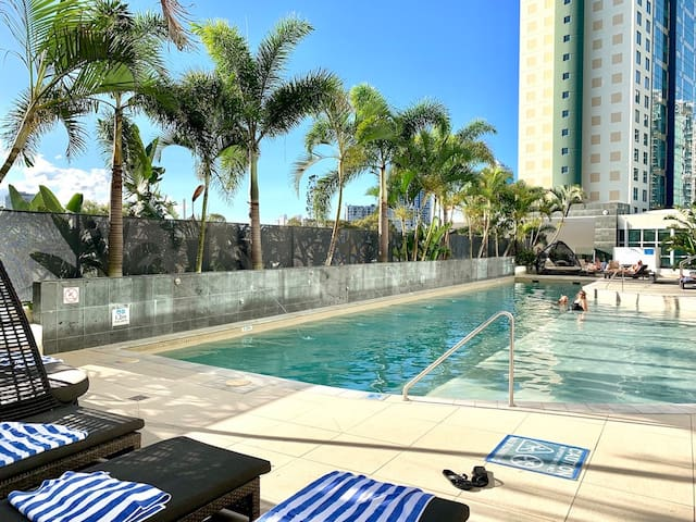 Wyndham Resorts living, heart of surfers paradise