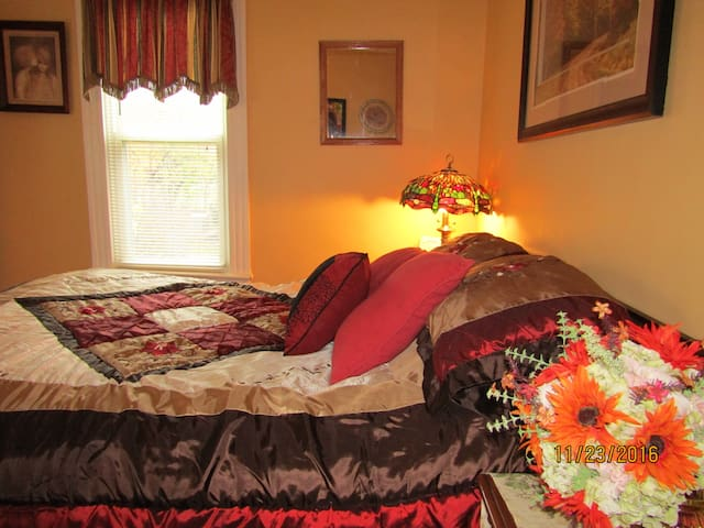PRIVATE ROOM--15 Min to Airport-15 Min to Dtwn--dn - Strongsville - Casa