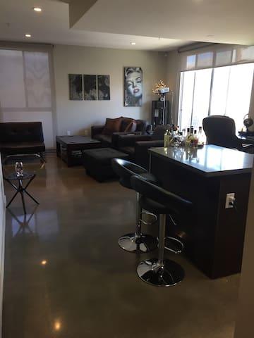 Private room, heart of West LA - Los Angeles - Lägenhet