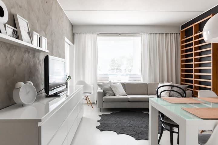Modern & cozy home next to metro
