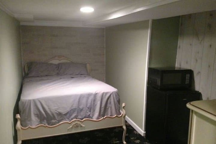 For Groups! 3 Private Units w/beds fridges&micros - Ewing Township