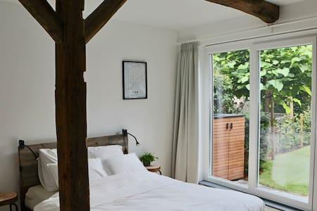 Privekamer met aparte badkamer en gezellige tuin