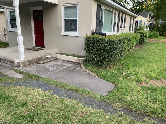 Updated house, minutes from downtown & beach