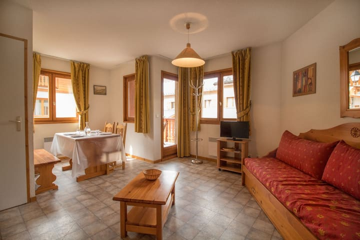 Apartment in quiet area near the free shuttles and the swimming-pool