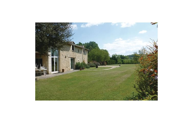 Holiday cottage with 3 bedrooms on 120 m² in Montpeyroux