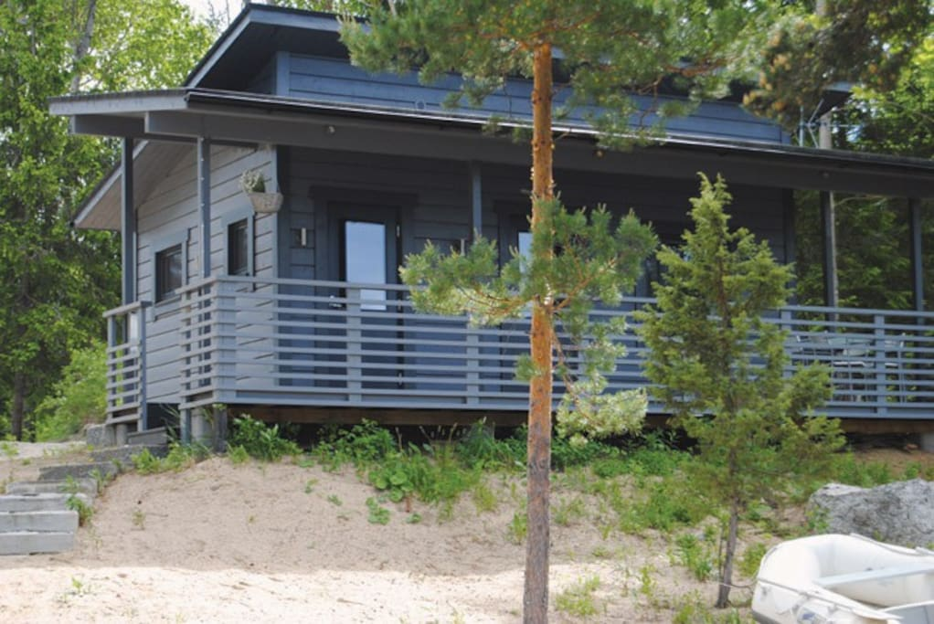 Saunacabin is located on the lakeside. Saunacabin has 2 beds, small kitchen, tv, dining table and fireplace. It is perfect for couples.