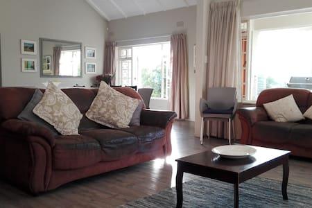 Spacious, family-friendly home - Kaapstad