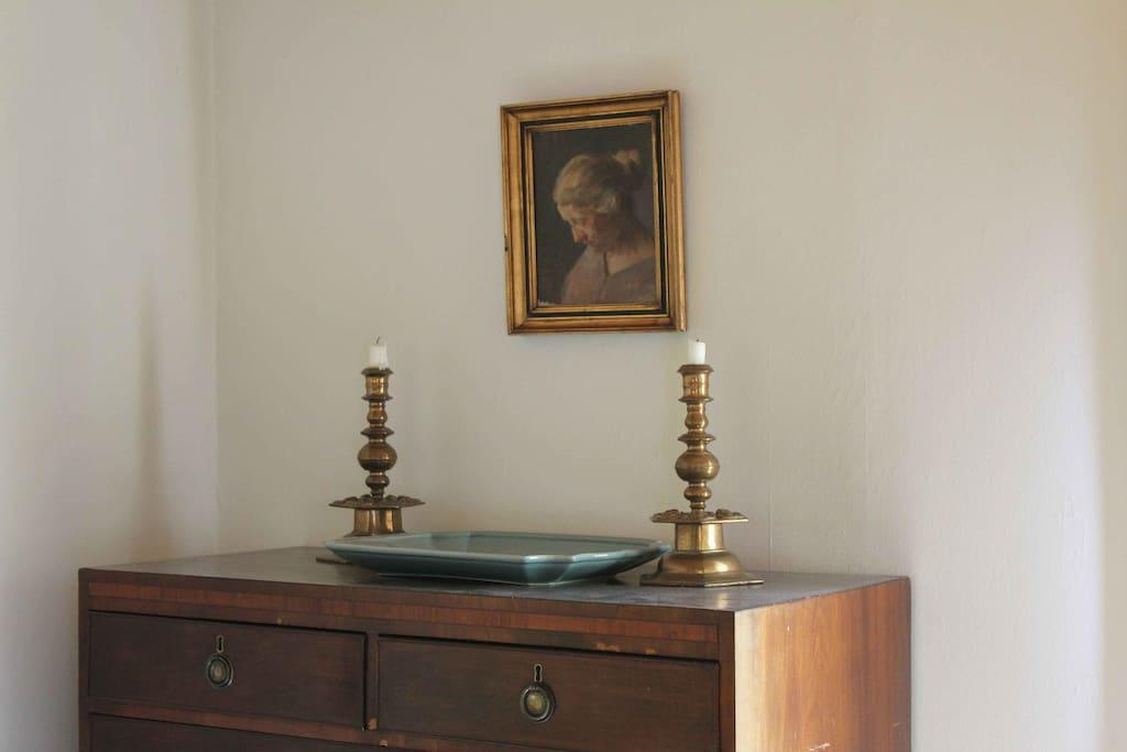 Interiør med maleri af kunstneren Herman Vedel