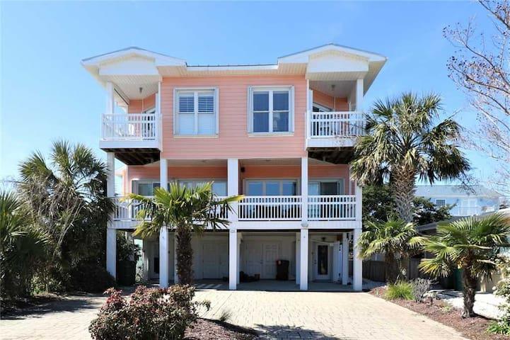 Beachin' - Great Property in Kure Beach, 2 Blocks Walking Distance to Kure Beach Pier & Restaurants, Boardwalk & More!!