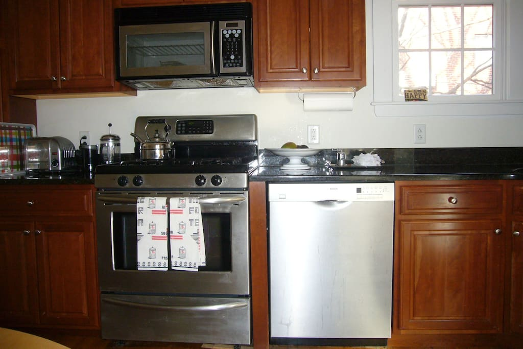 fully applianced kitchen with granite counters
