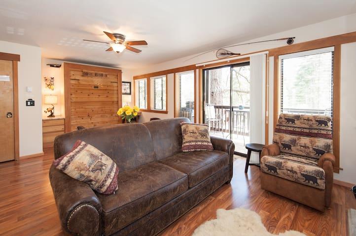 One Room Studio Condo sleeps 4 - Tahoe City - Hus