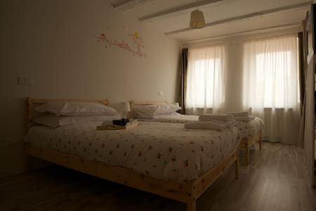 B&B i Tetti stanza doppia/matrimoni - Trieste - Bed & Breakfast