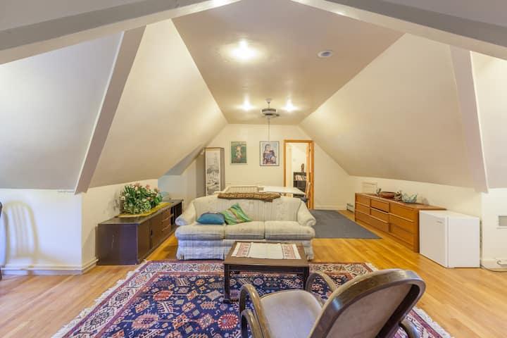 1000 sq ft 1B/1B Suite