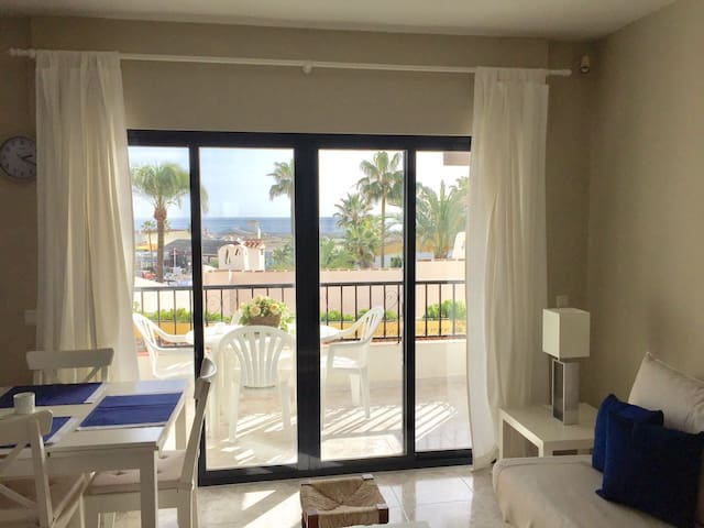Seaview-Beachfront Apartment in Puerto de Cabopino - Marbella - Flat