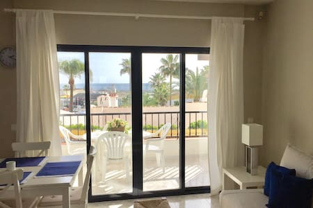 Seaview-Beachfront Apartment in Puerto de Cabopino - Marbella - Leilighet