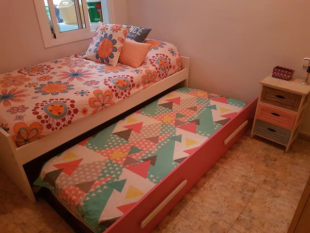 NICE ROOM FOR ONE OR TWO PERSONS. - Barcelona - Apartment