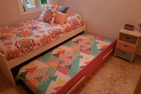 NICE ROOM FOR ONE OR TWO PERSONS. - Barcelona - Apartamento