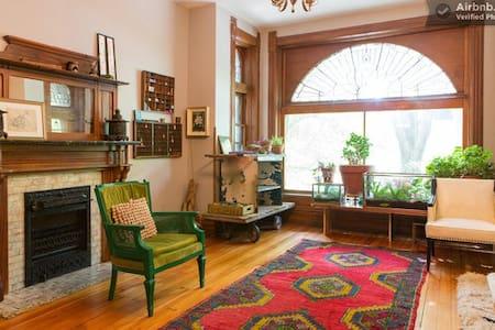 Urban Oasis--Wicker Park Vintage - Chicago - Apartment