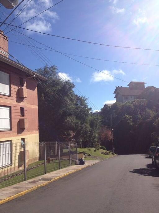 Fachada -  ultimo edificio da rua pequena sem saida