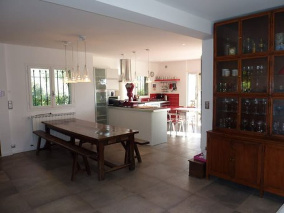 dining room, can accomodate 12