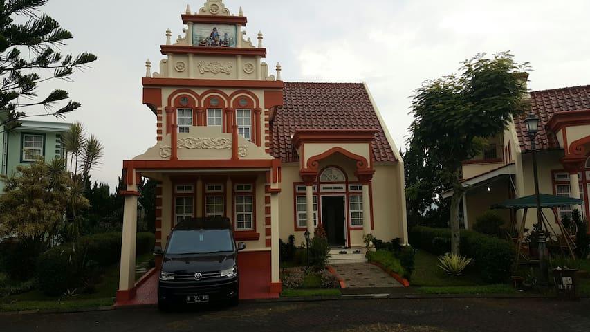 Villa Kota Bunga Homey ( R9 / 14 Eindhoven )