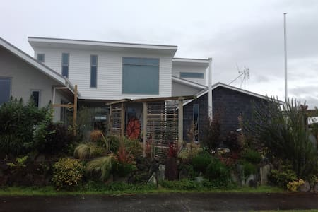 The Beach Bling House at Waihi Beach. Private Room - Waihi Beach